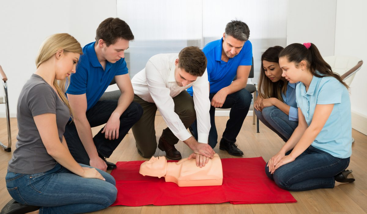 image of a group learning about resusitation.